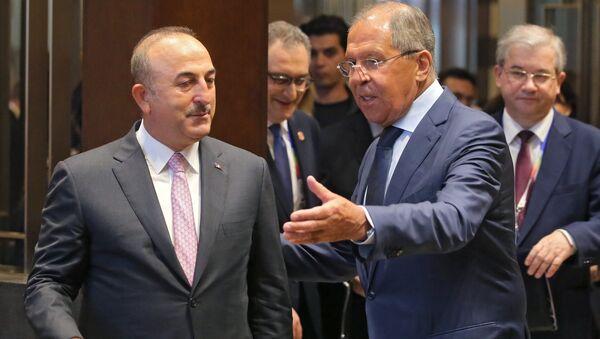 From right: Russian Foreign Minister Sergei Lavrov meets Turkish Foreign Minister Mevlut Cavusoglu. - Sputnik International