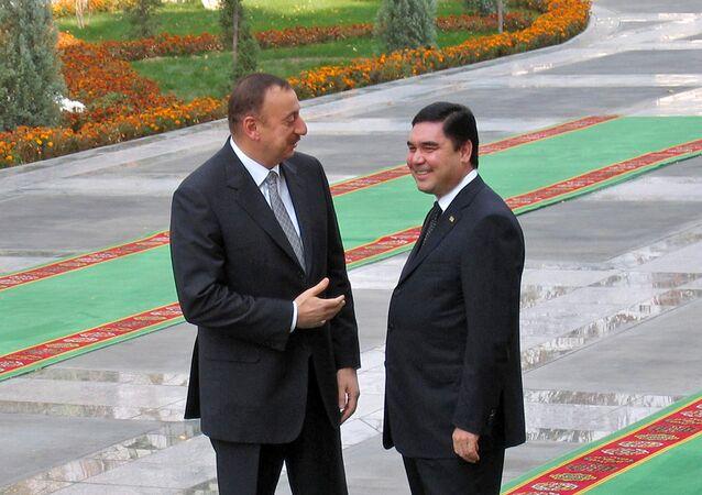 President of Turkmenistan Gurbanguly Berdymukhammedov (R) listens to his Azeri counterpart Ilham Aliyev on November 28, 2008 in Ashgabat prior talks about energy cooperation