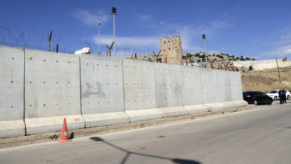 This May 24, 2017 file photo shows the newly built wall near Cilvegozu border gate in Reyhanli, at the Turkey-Syria border - Sputnik International