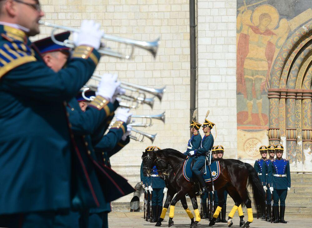 Russian Presidential Regiment's Performance at Kremlin's Walls