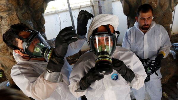 Syrian medical staff take part in a training exercise to learn how to treat victims of chemical weapons attacks, in a course organized by the World Health Organisation (WHO) in Gaziantep, Turkey, July 20, 2017 - Sputnik International