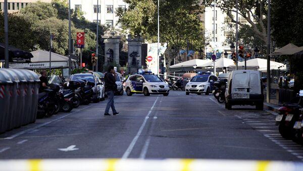 A street is cordoned off after a van crashed into pedestrians near the Las Ramblas avenue in central Barcelona, Spain August 17, 2017. - Sputnik International
