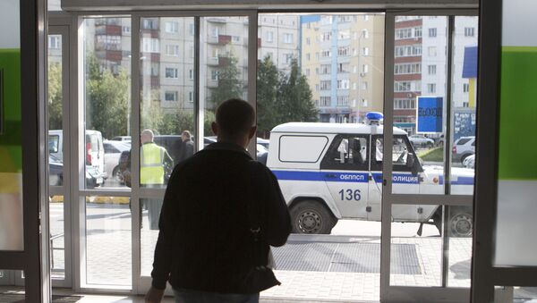 Police work in the center of Surgut on the site of a knife attack by an unidentified man who wounded eight people. - Sputnik International