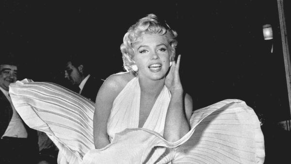 Marilyn Monroe poses over the updraft of New York subway grating while in character for the filming of The Seven Year Itch in Manhattan on September 15, 1954 - Sputnik International