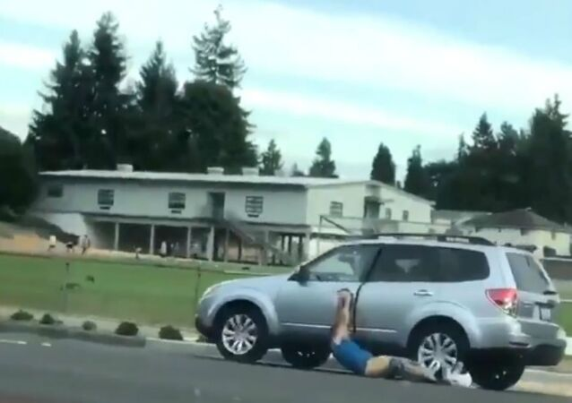 Man gets dragged by car he attempted to steal in Kent, Washingon