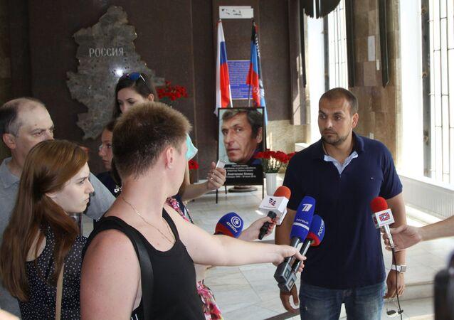 journalist Andrei Rudenko, right