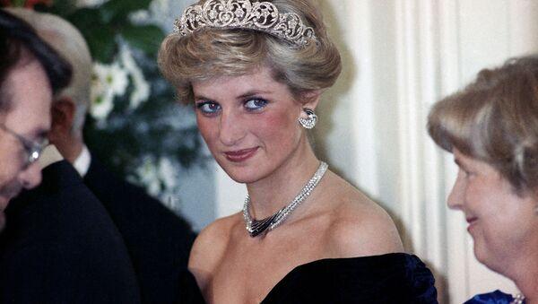Принцесса Диана на вечернем приеме в честь членов королевской семьи в Бонне,  Германия, 1987 год - Sputnik International