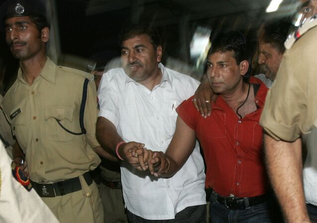 Extradited gangster Abu Salem, right is brought from Mumbai to be produced in a Delhi court in an extortion case, New Delhi, India, Monday, May 21, 2007.