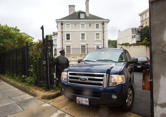 Police cordon the Russian Trade Mission compound in Washington, D.C.