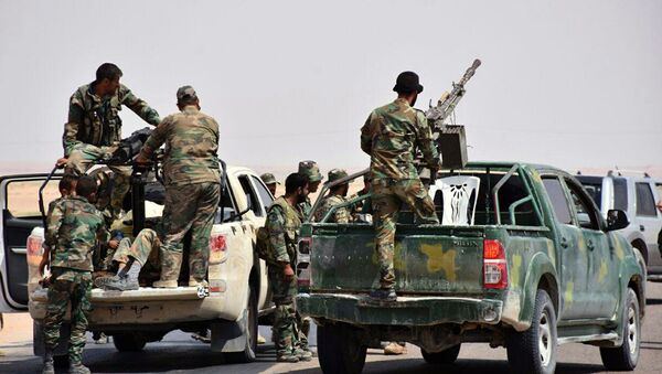 This photo released on Monday, Sept 4, 2017 by the Syrian official news agency SANA, shows Syrian troops and pro-government gunmen standing on pickup trucks with heavy machine-guns mounted on them, in the eastern city of Deir ez-Zor, Syria - Sputnik International