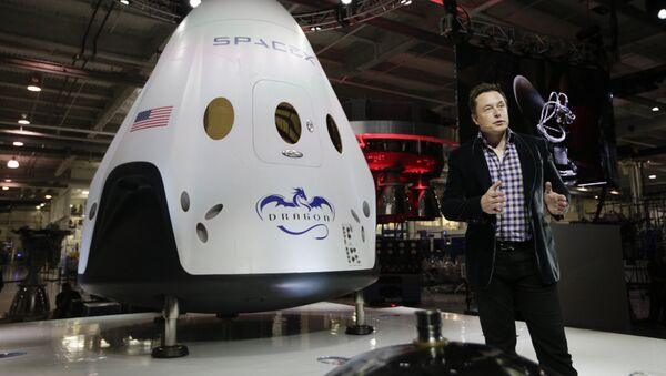 In this May 29, 2014 photo, Elon Musk, CEO and CTO of SpaceX, introduces the SpaceX Dragon V2 spaceship at the SpaceX headquarters in Hawthorne, Calif. - Sputnik International