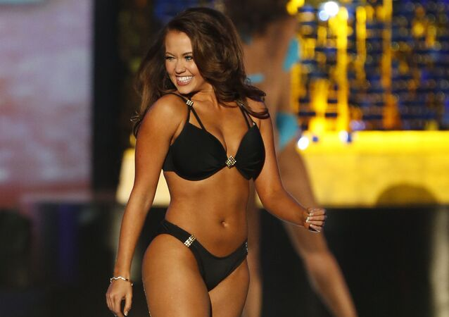 Miss North Dakota Cara Mund poses during swimsuit competition at the Miss America 2018 pageant, Sunday, Sept.10, 2017, in Atlantic City, N.J.