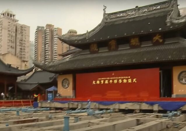 Shanghai 2,000-ton temple moving 30.4 meters to new location