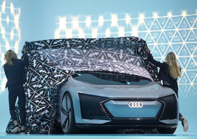 Концепт-кар Audi Aicon на на Международном автомобильном шоу во Франкфурте