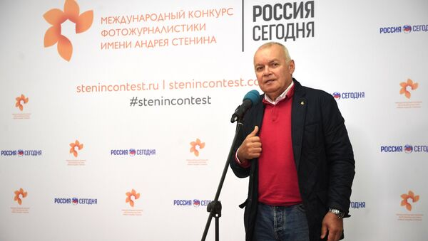 Rossiya Segodnya International Information Agency Director General Dmitry Kiselev at the exhibition of Andrei Stenin International Press Photo Contest finalists' works at the Lumiere Brothers Center for Photography in Moscow - Sputnik International