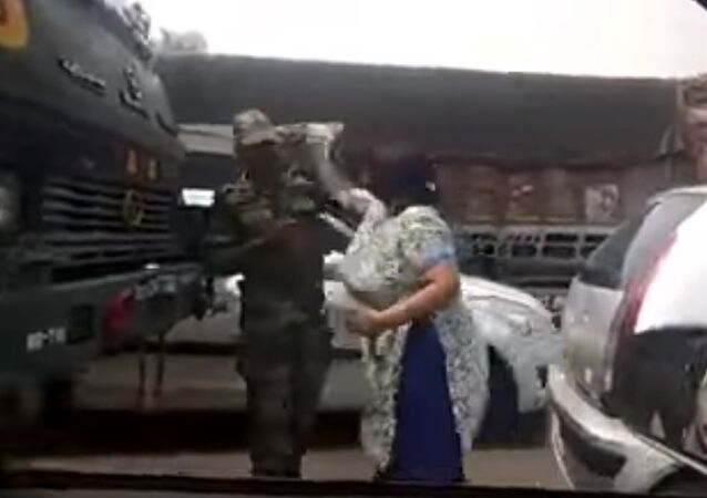 Harayana Women Slaps Indian Army Officer