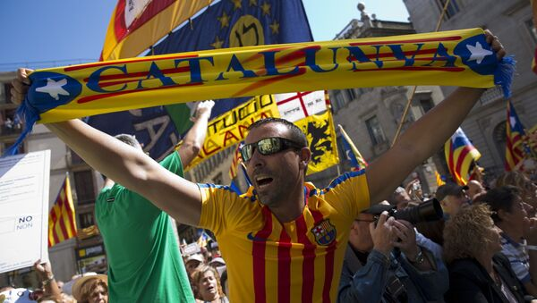 People wave esteladas or independence flags and banners in support of the mayors under investigation as they take part in a march, outside the Generalitat Palace, to protest against the ruling of the constitutional court ahead of a planned independence referendum in the Catalonia region, in Barcelona, Spain, Saturday, Sept. 16, 2017 - Sputnik International
