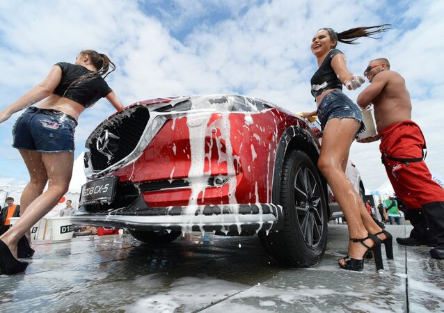 Cars and Girls: Highlights of the First Vladivostok International Autosalon