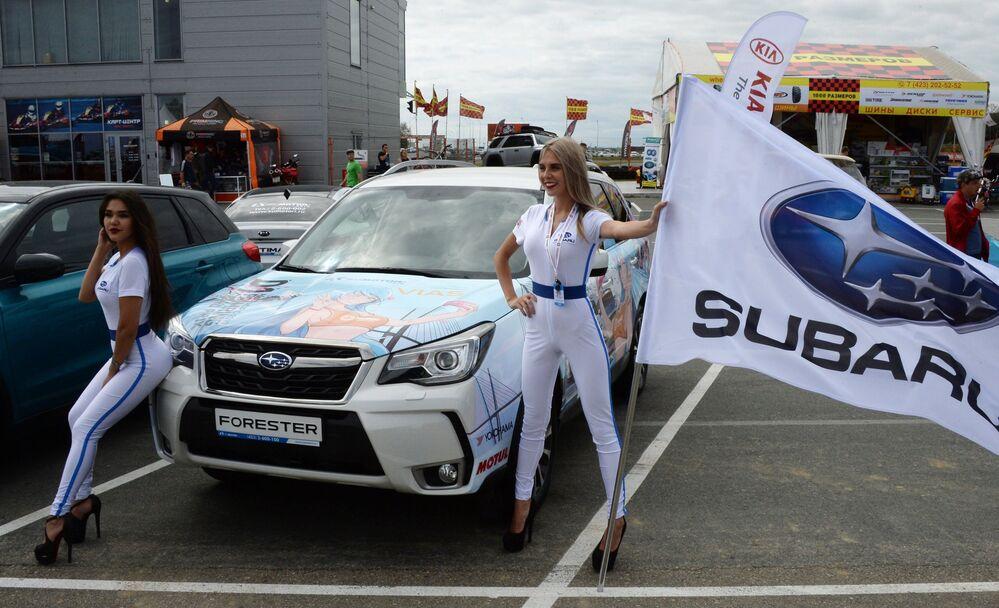 Cars and Girls: Highlights of the First Vladivostok International Autosalon