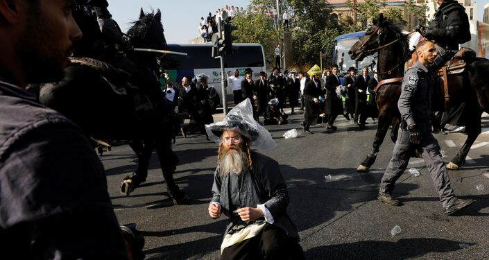 Israeli ultra-Orthodox Jewish men clash with police at a protest against the detention of a member of their community who refuses to serve in the Israeli army, in Jerusalem September 17, 2017