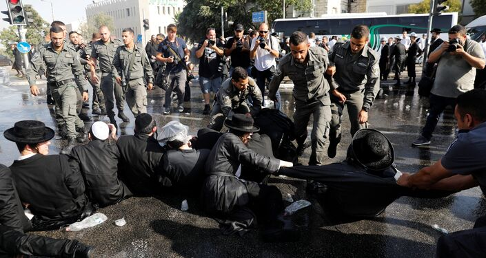 Israeli ultra-Orthodox Jewish men clash with police during a protest against the detention of a member of their community who refuses to serve in the Israeli army, in Jerusalem September 17, 2017