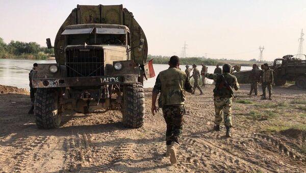 Syrian army forced the Euphrates River near Deir ez-Zor - Sputnik International