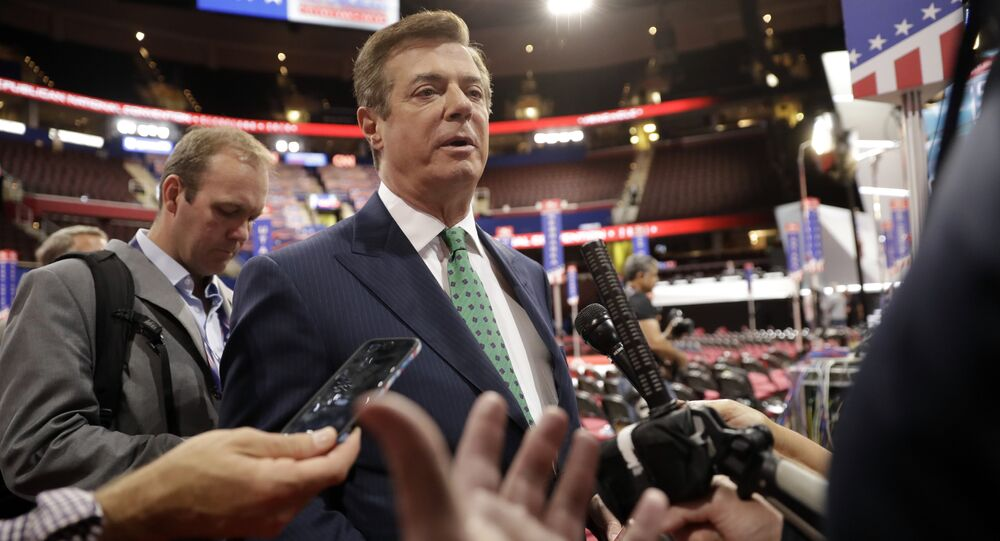 Trump Campaign Chairman Paul Manafort is surrounded by reporters on the floor of the Republican National Convention at Quicken Loans Arena, Sunday, July 17, 2016, in Cleveland