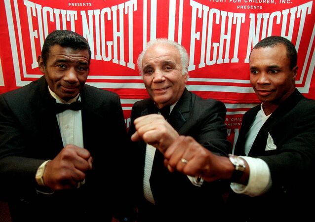 Boxing legends Floyd Patterson, from left, Jake LaMotta and Sugar Ray Leonard display their champion fists Thursday, Oct. 10, 1996 in Washington.