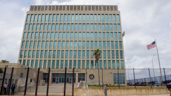 The U.S. flag flaps in the stiff breeze off the Florida Straits at the U.S. Embassy in Havana, Cuba. (File) - Sputnik International