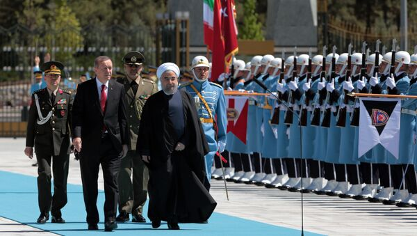 Turkey's President Recep Tayyip Erdogan, left, and Iran's President Hassan Rouhani inspect a military honour guard during a welcome ceremony in Ankara, Turkey, Saturday, April 16, 2016 - Sputnik International