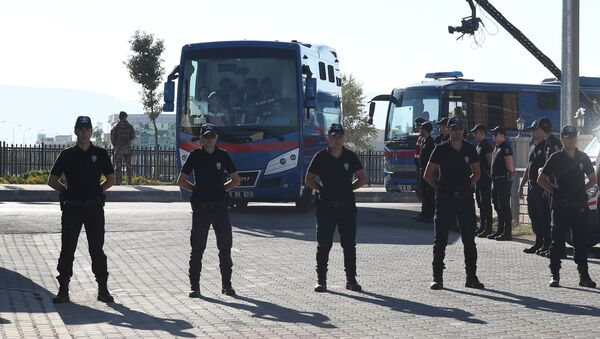 Riot police stand guard as prison vehicles, carrying soldiers accused of attempting to assassinate Turkish President Tayyip Erdogan on the night of the failed last year's July 15 coup arrive for a trial in Mugla, Turkey - Sputnik International
