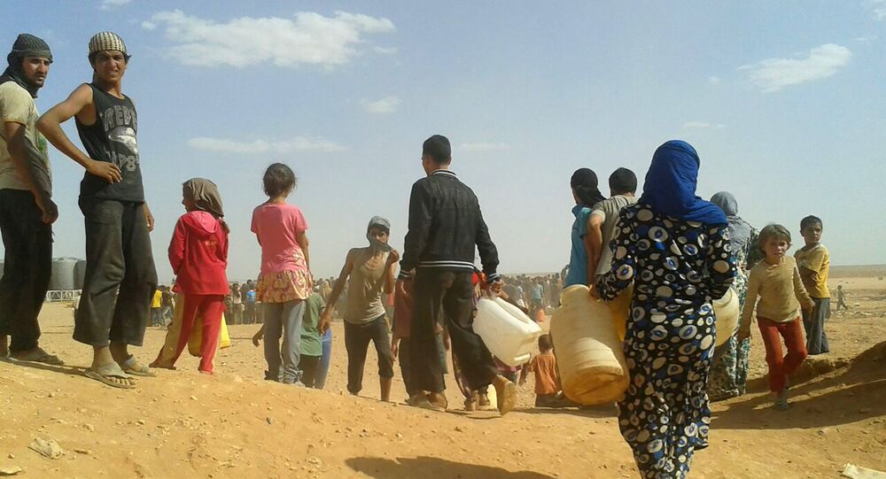 Syrian refugees gather for water at the Rukban refugee camp in Jordan's northeast border with Syria (File)