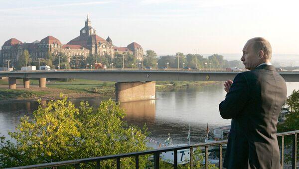Wladimir Putin an der Elbe in dresden (Archivfoto) - Sputnik International