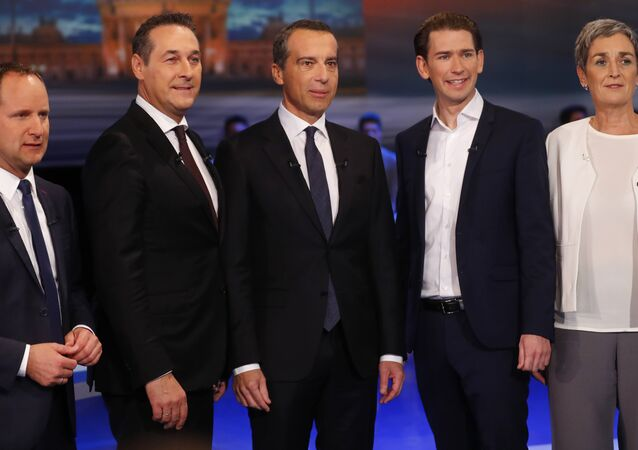 NEOS party top candidate Matthias Strolz, Freedom Party (FPOe) top candidate Heinz-Christian Strache, Social Democrats (SPOe) top candidate Christian Kern, People's Party (OeVP) top candidate Sebastian Kurz and Green party top candidate Ulrike Lunacek (L-R) prepare for a TV discussion in Vienna, Austria, October 12, 2017.