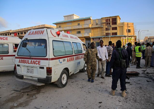 Somalian soldiers and ambulance workers gather at the scene after a car bomb exploded in the centre of Mogadishu on September 28, 2017