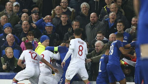 Everton, in blue, and Lyon players clash during a Group E Europa League soccer match between Everton F.C. and Olympique Lyon at Goodison Park Stadium, Liverpool, England - Sputnik International