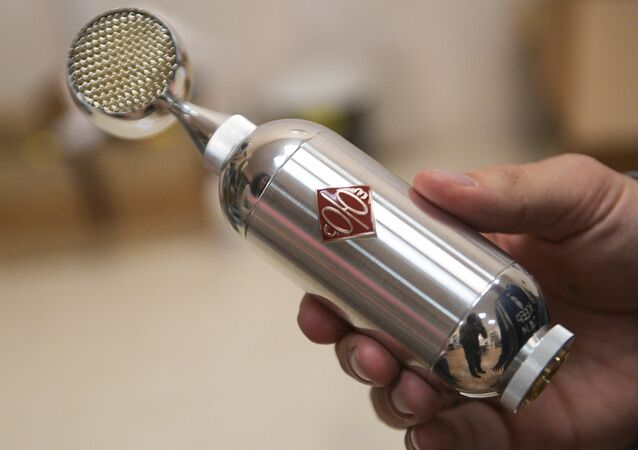 Soyuz vacuum-tube microphone produced by Pavel Bazdyrev's enterprise in Tula