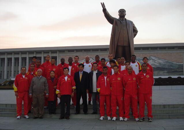 Atletico de Sorocaba team next to the statue of Kim Jong-il in Pyongyang in 2009