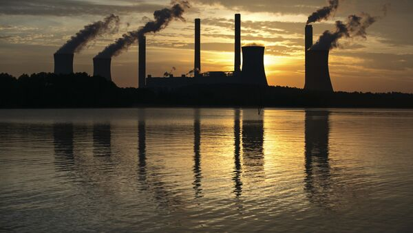 coal-fired Plant Scherer, one of the nation's top carbon dioxide emitters, stands in the distance in Juliette, Ga - Sputnik International