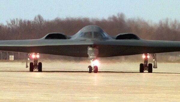 A B-2 stealth bomber taxis at Whiteman Air Force Base in Knob Noster, Mo. - Sputnik International