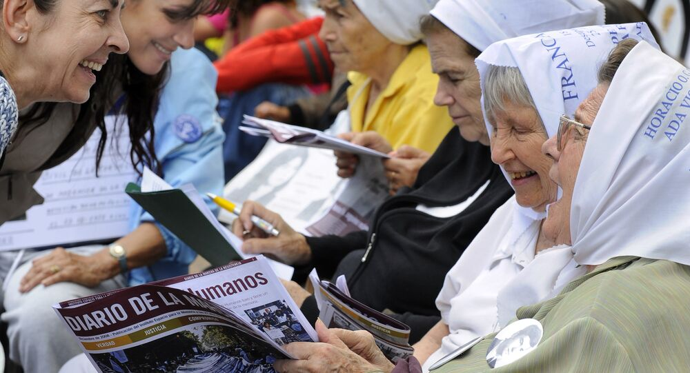 Members of the organization Mothers of Plaza de Mayo talk to passer-by women at the beginning of the 28th March of Resistance of Mothers and Grandmothers on December 10, 2008 in Buenos Aires to coincide with the 25th anniversary of the restoration of democracy in Argentina.
