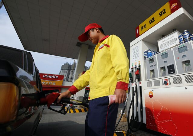 Worker fills a car up with gas at the state-owned PetroChina gas station in Shanghai, China. (File)