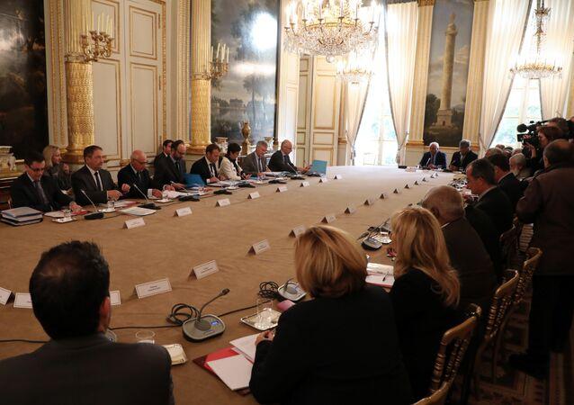 French Prime Minister Edouard Philippe (4th L) and French President Emmanuel Macron (4th R) take part in a meeting with New Caledonia representatives in the Murat lounge, at the Elysee palace in Paris on October 30, 2017