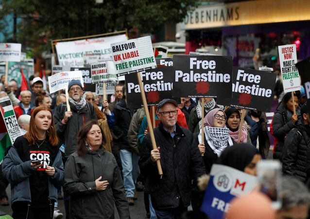 Demonstrators marching for Palestine solidarity head towards Parliament Square, in central London, Britain November 4, 2017.