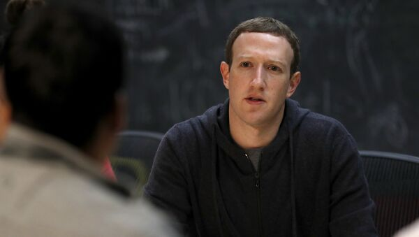 Facebook CEO Mark Zuckerberg meets with a group of entrepreneurs and innovators during a round-table discussion at Cortex Innovation Community technology hub Thursday, Nov. 9, 2017, in St. Louis - Sputnik International