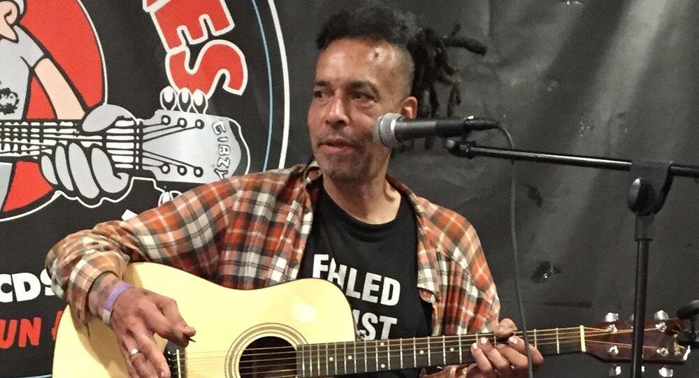 Chuck Mosley performing at Looney Tunes Records in Babylon, NY, on July 18, 2016