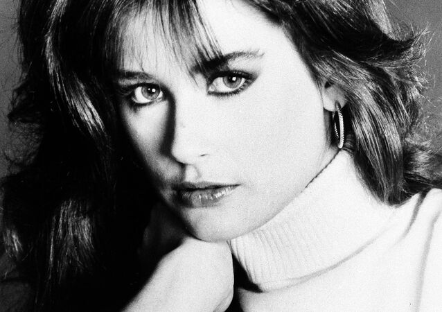 General hospital star, Demi Moore, January 1982