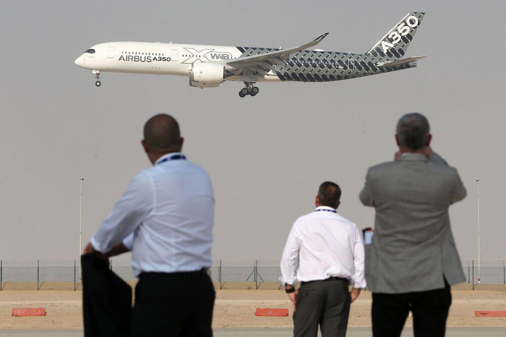 Самолет Airbus A350 на Международной авиационно-космической выставке Dubai Airshow 2017
