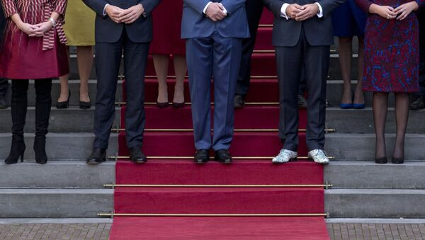 The shoes of Dutch Vice Prime Minister Hugo de Jonge, second right, stand out as he poses with King Willem-Alexander, center, and Dutch Prime Minister Mark Rutte, second left, and other ministers for the official photo of the new Dutch government on the steps of Royal Palace Noordeinde in The Hague, Netherlands, Thursday, Oct. 26, 2017. - Sputnik International