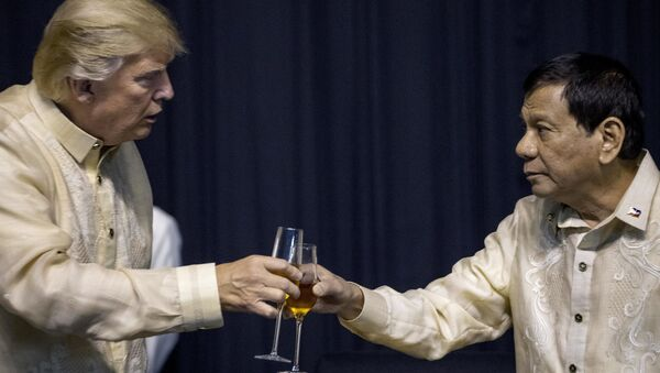 President Donald Trump toasts Philippines President Rodrigo Duterte, right, at an ASEAN Summit dinner at the SMX Convention Center, Sunday, Nov. 12, 2017, in Manila, Philippines - Sputnik International
